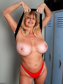 drawing hot curvy nude ladies
