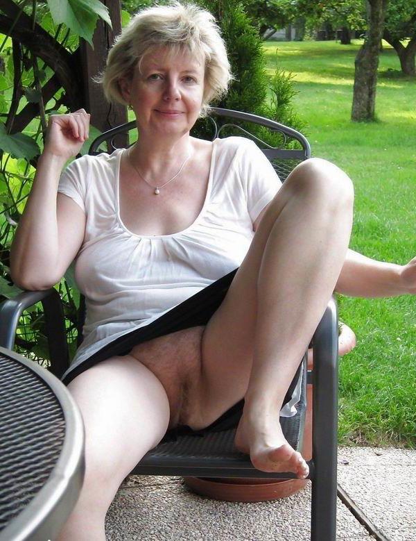 grey lady upskirt free uncovered pics