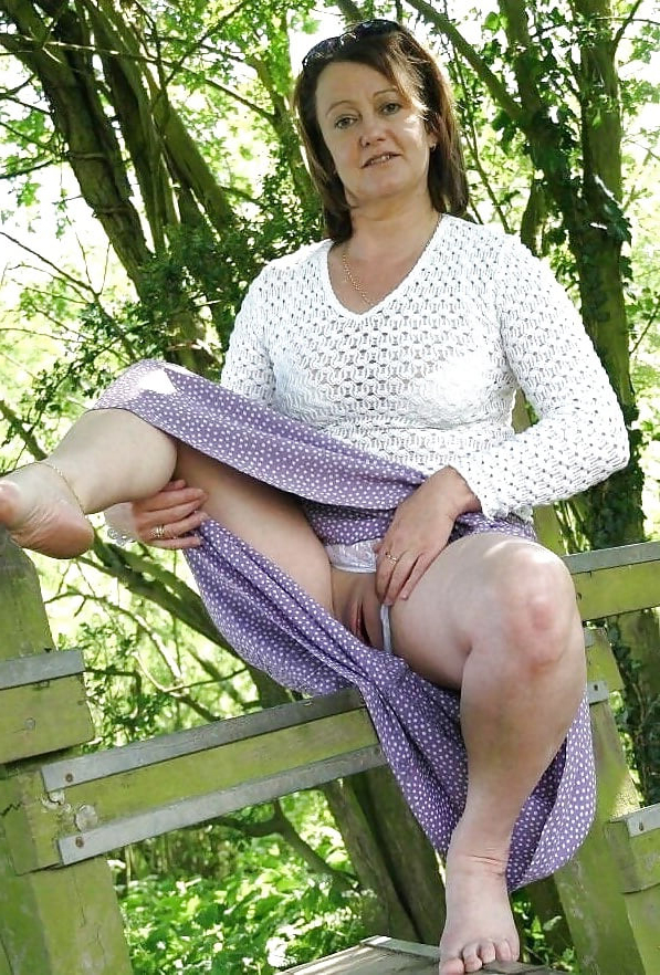 blue mommy upskirt be in command